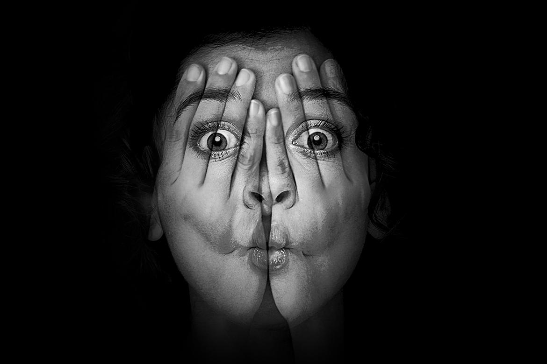 اکشن فتوشاپ دست روی صورت